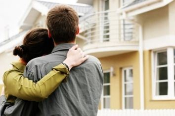 An embracing couple looks forward toward their home | Probate in Jacksonville, FL